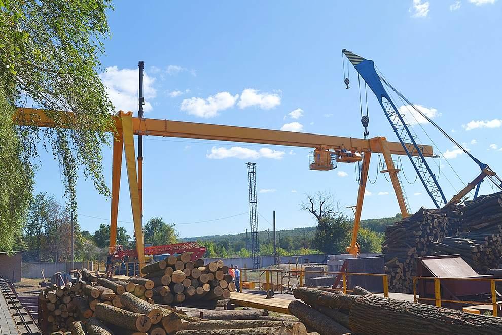 Встановлення нового сучасного крану у Смілянському лісгоспі