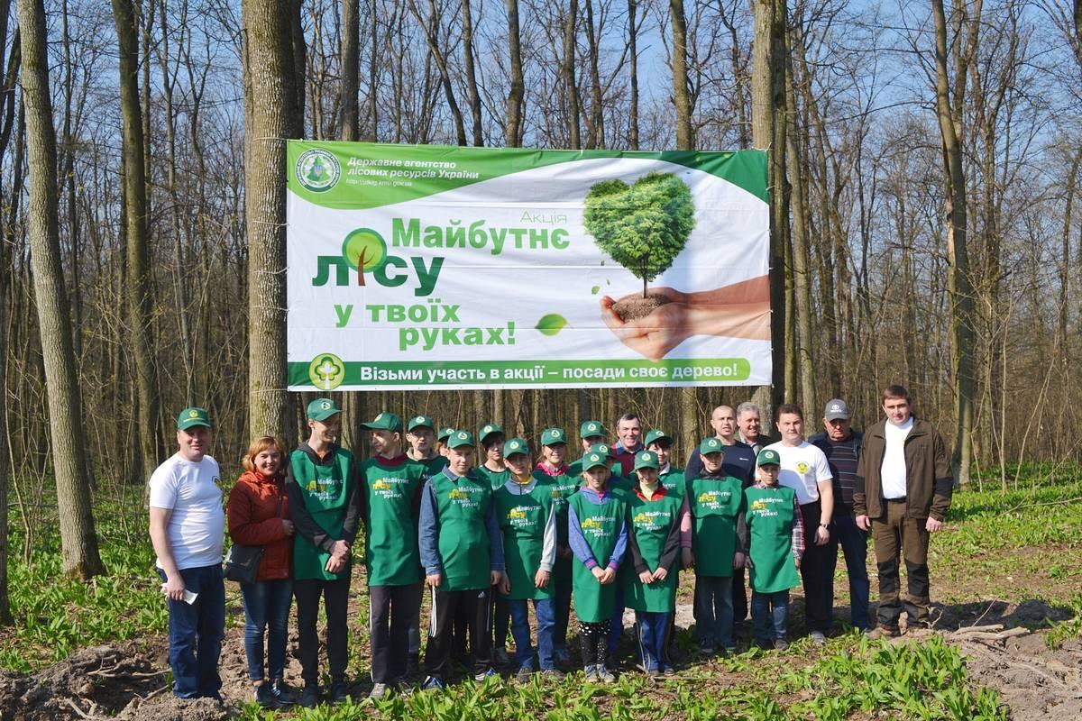 Депутати Черкаської обласної ради садили ліс у Смілянському лісництві (березень)