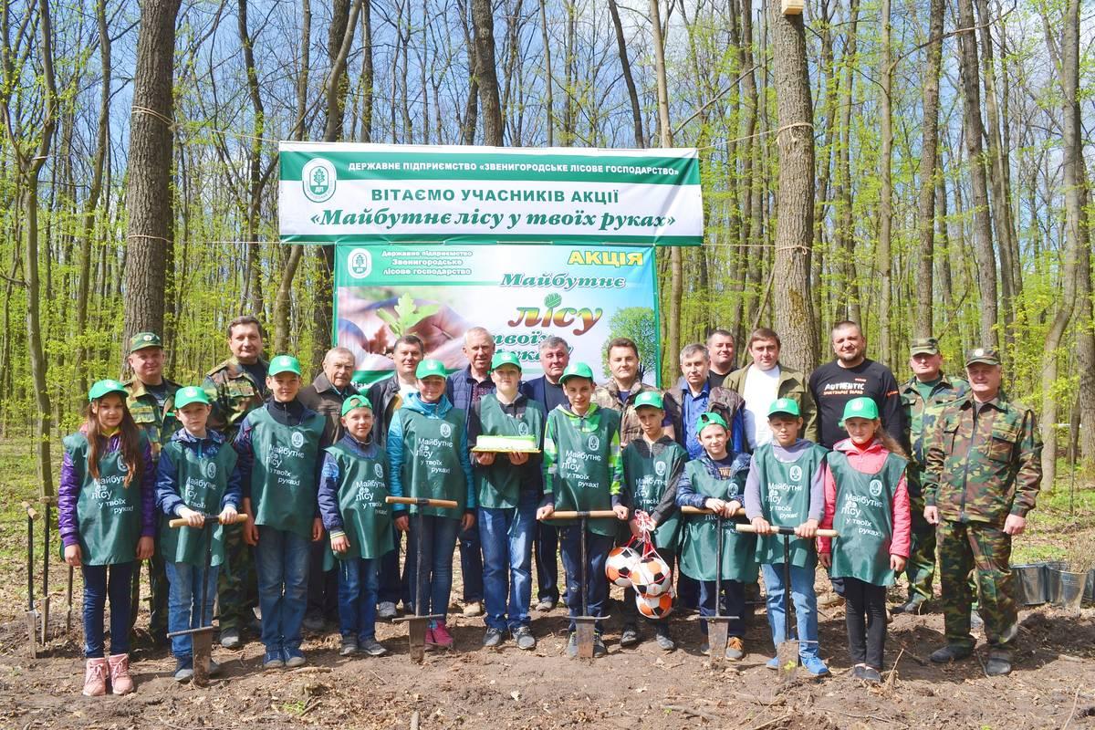 Керівництво та депутати Черкаської обласної ради висадили ліс у Звенигородському лісгоспі (квітень)