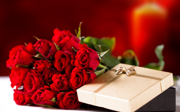 Holidays___International_Womens_Day__Bouquet_of_red_roses_on_March_8_as_a_gift_060678_-600x375